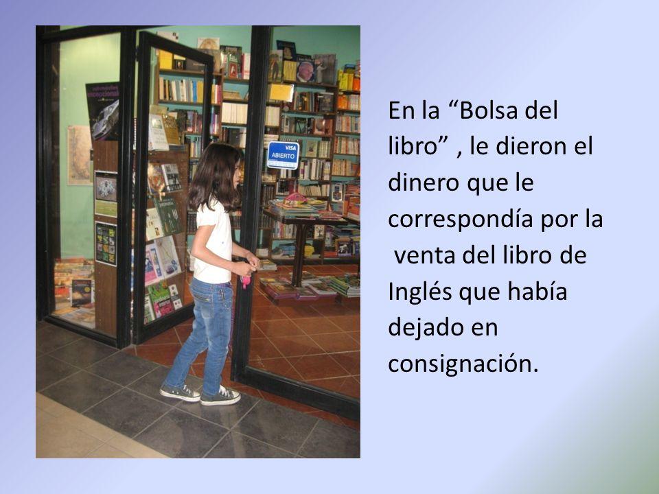 En la Bolsa del libro , le dieron el dinero que le correspondía por la venta del libro de Inglés que había dejado en consignación.