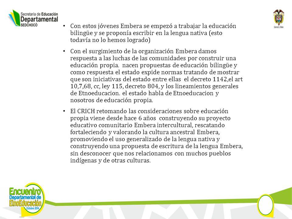 Con estos jóvenes Embera se empezó a trabajar la educación bilingüe y se proponía escribir en la lengua nativa (esto todavía no lo hemos logrado) Con el surgimiento de la organización Embera damos respuesta a las luchas de las comunidades por construir una educación propia.
