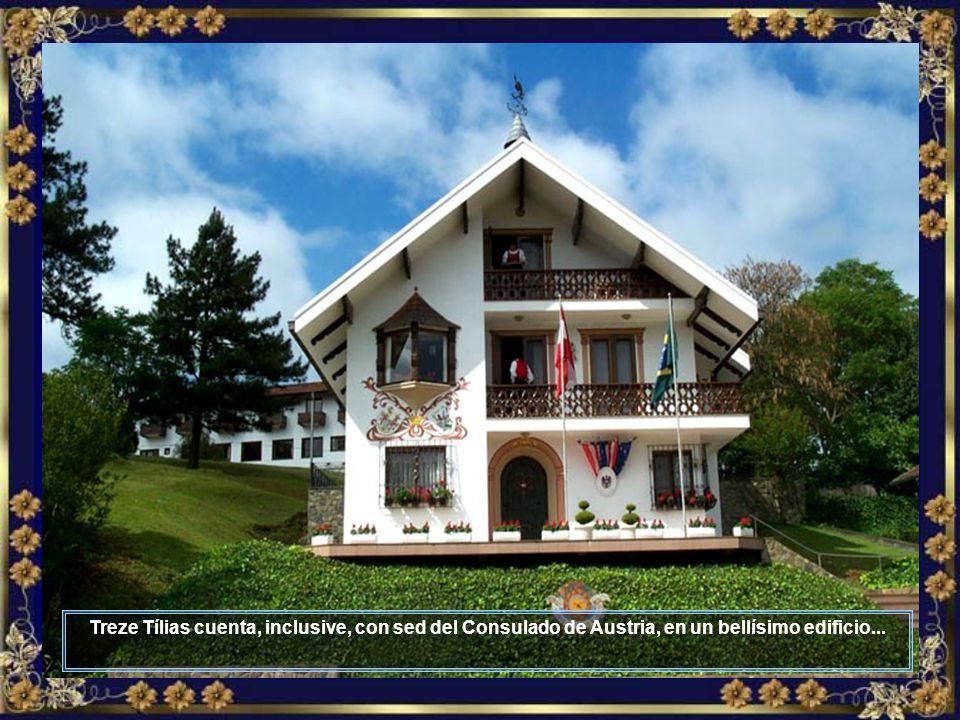 Un hotel más lindo que el otro, culinaria tirolesa en destaque, simpatía en la atención, además de edificios lindos al mejor estilo tirolés, tal como el Hotel Tirol...