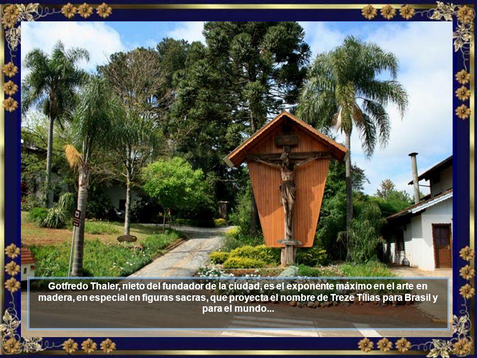 El Parque Termal de Treze Tílias cuenta con varias piscinas y muchas otras atracciones acuáticas, en un ambiente acogedor...