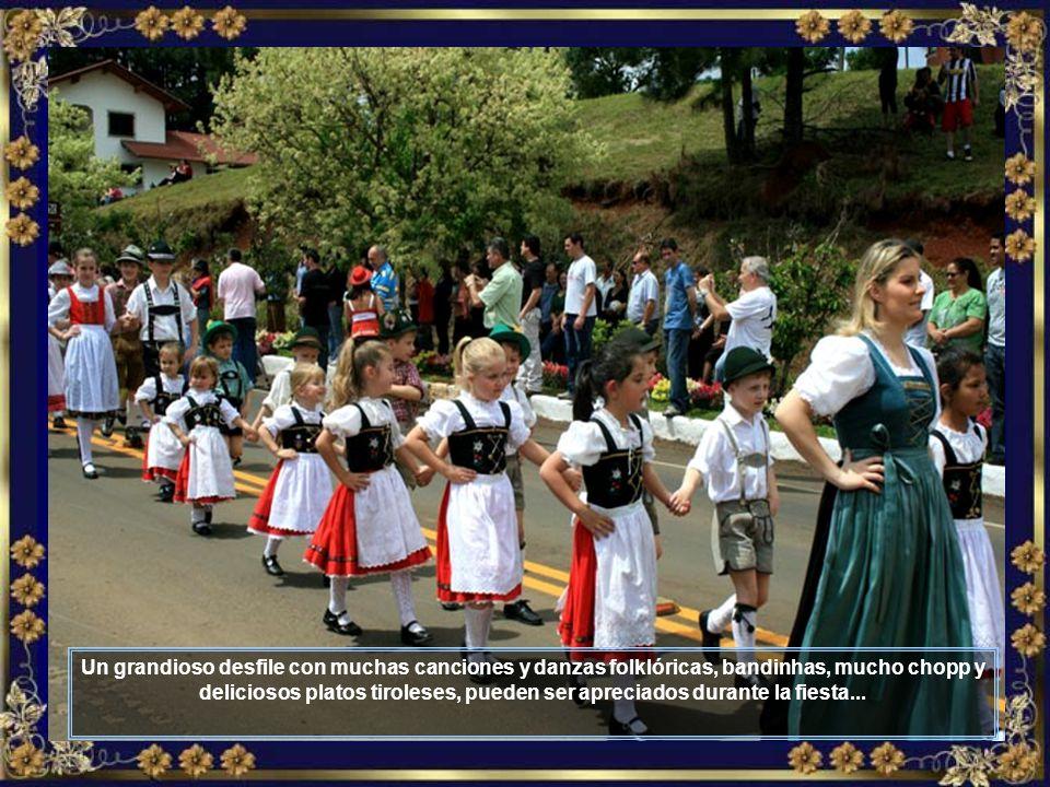 Ahí está él, el maestro, participando del gran desfile que la Colonia Tirolesa realiza a mediados de octubre de cada año, durante la realización de la grande TIROLERFEST ...