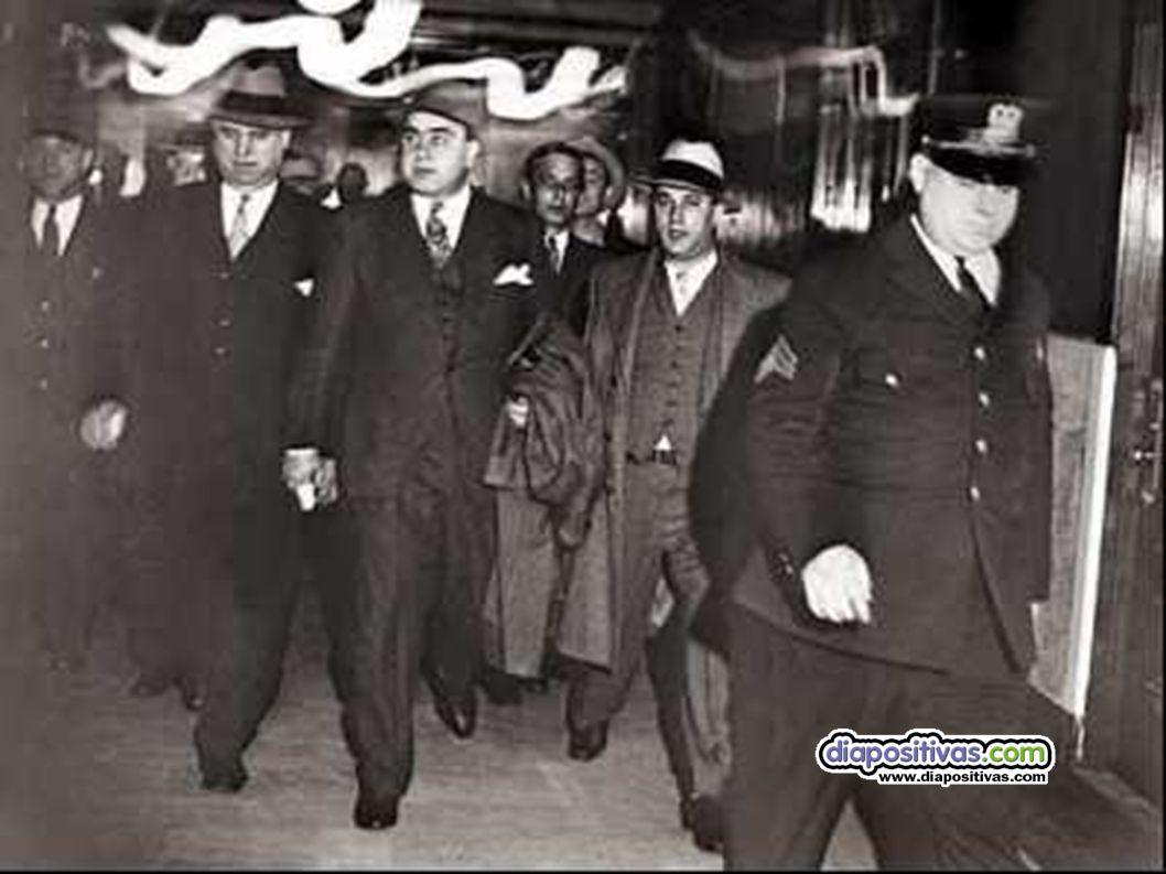 Gángsteres Esa paradoja fue la que propició el surgimiento del crimen organizado.