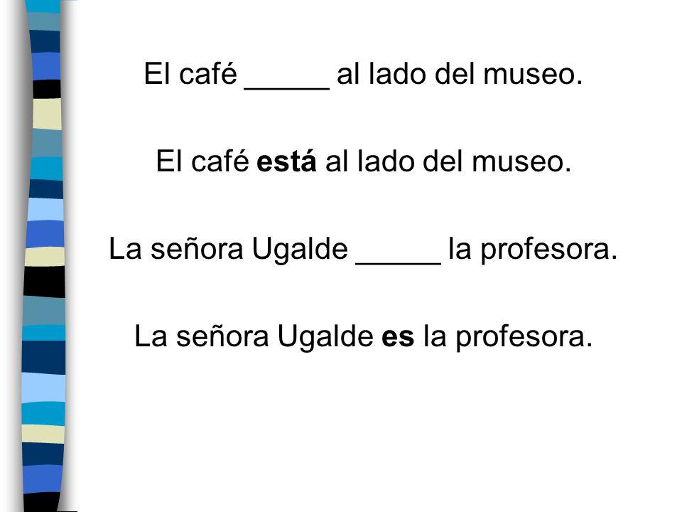 El café _____ al lado del museo. El café está al lado del museo.