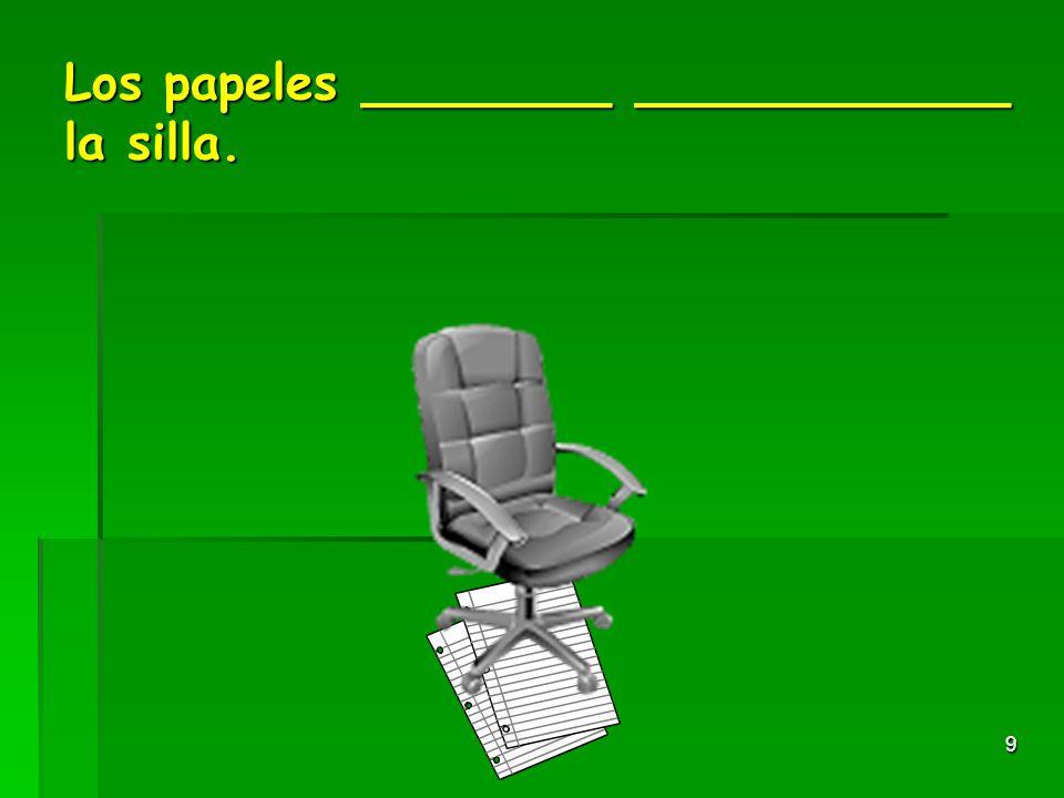 8 La pluma________ ___________ el escritorio.