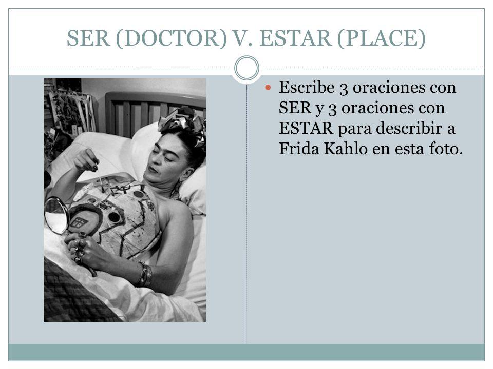 Escribe 3 oraciones con SER y 3 oraciones con ESTAR para describir a Frida Kahlo en esta foto.
