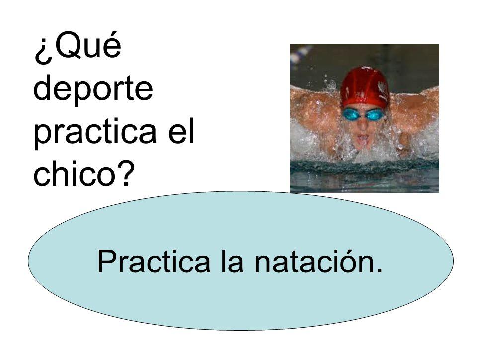 ¿Qué deporte practica el chico Practica la natación.