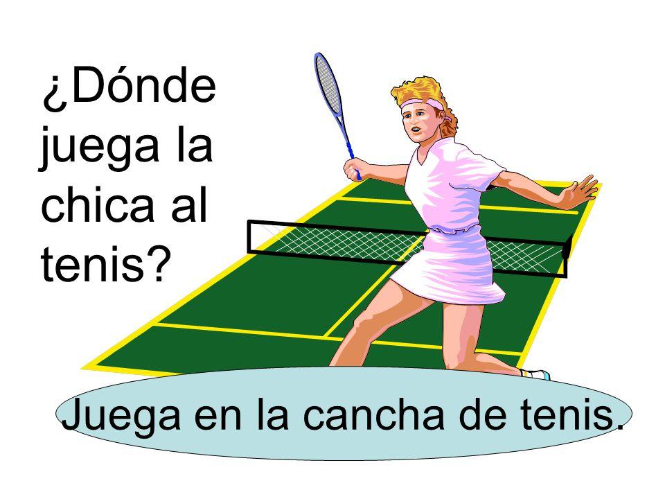 ¿Dónde juega la chica al tenis Juega en la cancha de tenis.