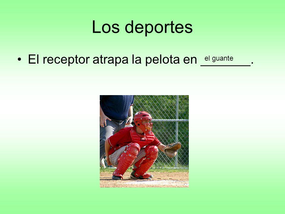 Los deportes El receptor atrapa la pelota en _______. el guante
