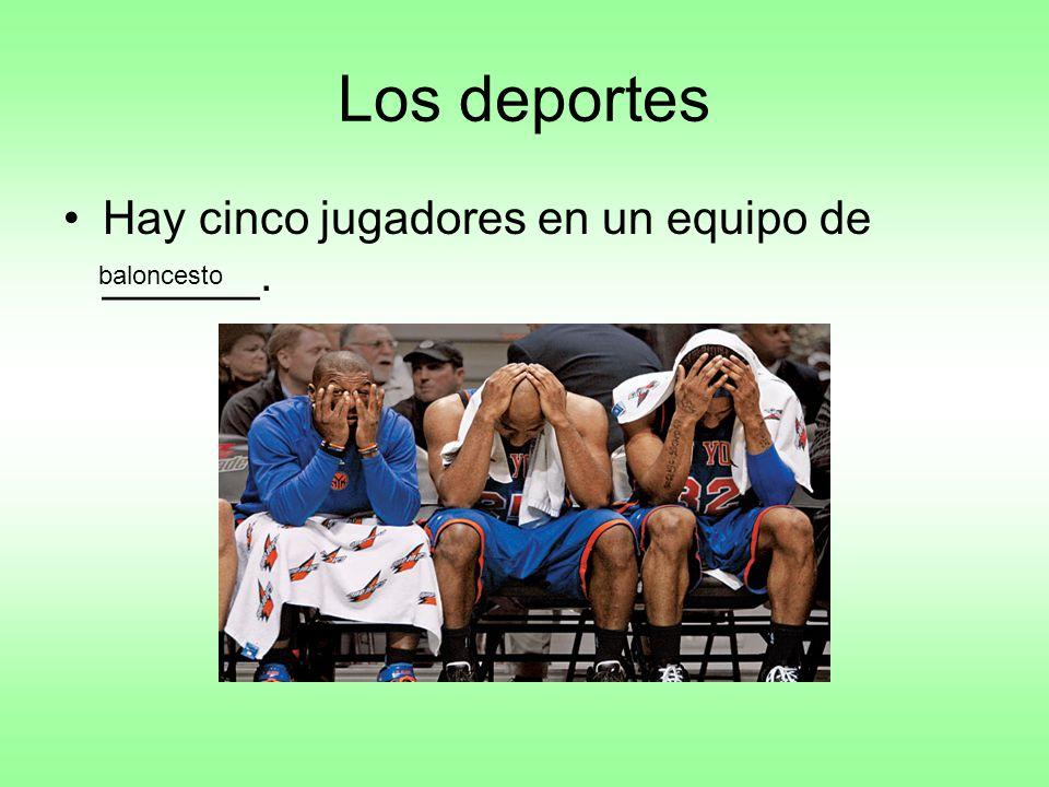 Los deportes Hay cinco jugadores en un equipo de ______. baloncesto