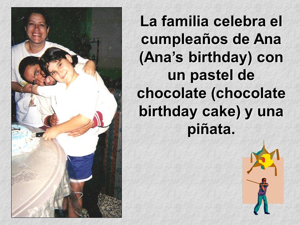 La familia celebra el cumpleaños de Ana (Ana's birthday) con un pastel de chocolate (chocolate birthday cake) y una piñata.