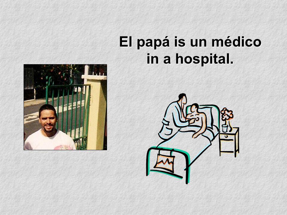 El papá is un médico in a hospital.