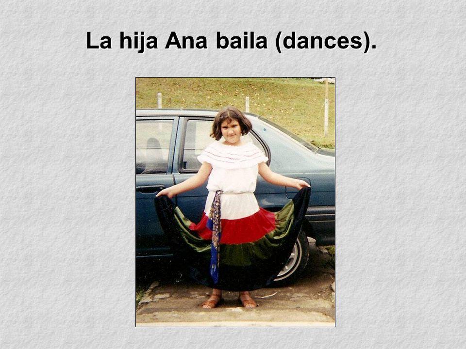 La hija Ana baila (dances).