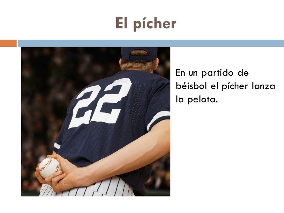 El pícher En un partido de béisbol el pícher lanza la pelota.