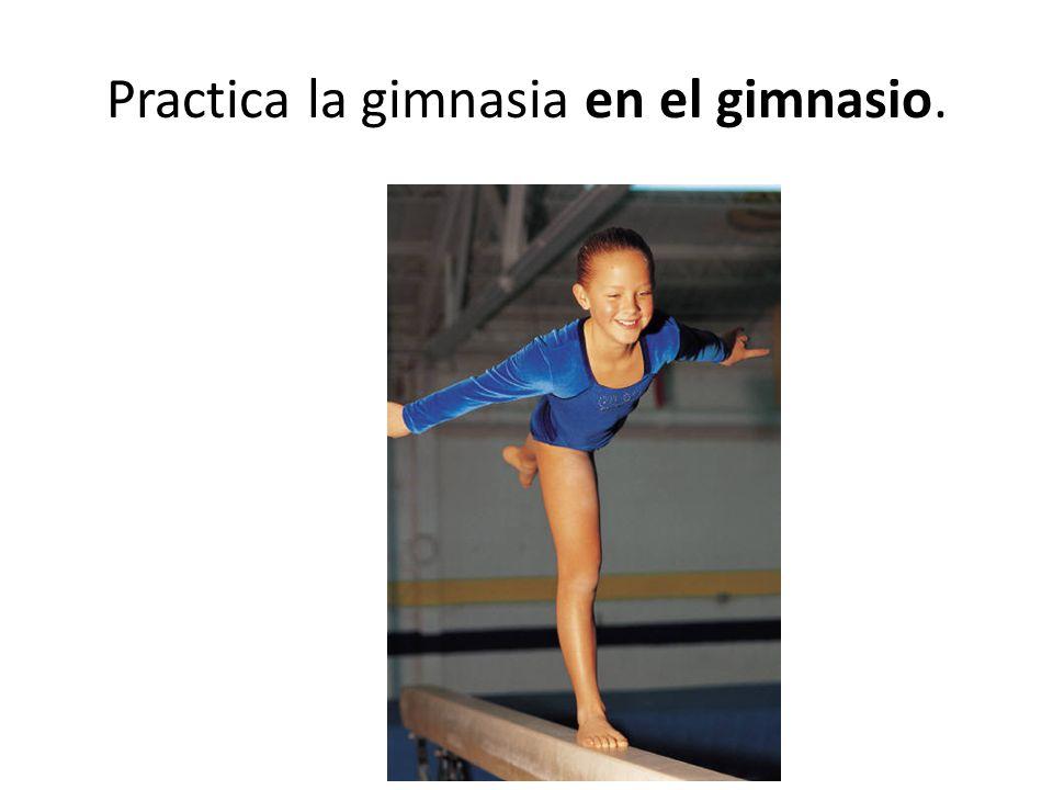 Practica la gimnasia en el gimnasio.