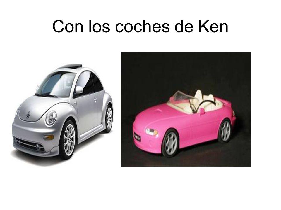 Con los coches de Ken