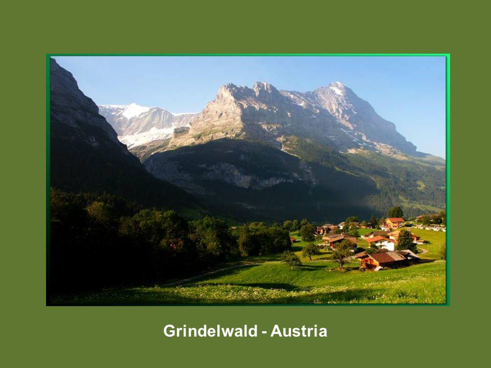 Heiligenblut con el Grossckoner de fondo - Austria