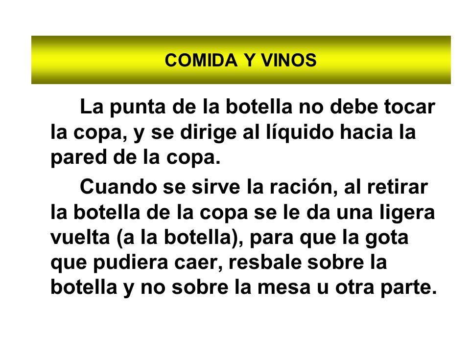 COMIDA Y VINOS La punta de la botella no debe tocar la copa, y se dirige al líquido hacia la pared de la copa.