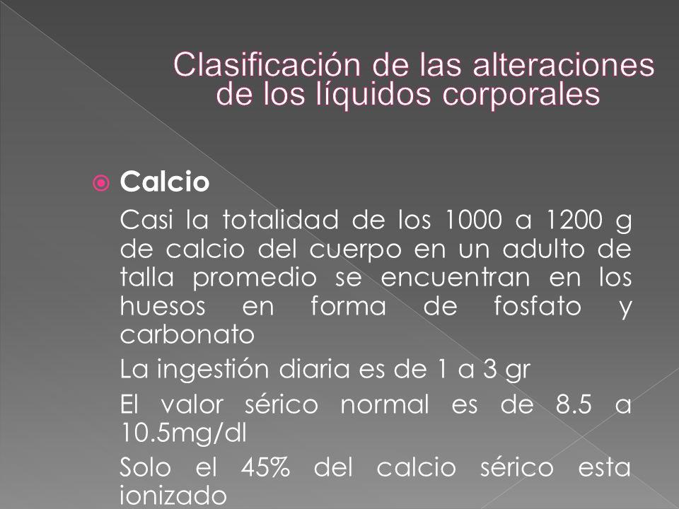  Calcio Casi la totalidad de los 1000 a 1200 g de calcio del cuerpo en un adulto de talla promedio se encuentran en los huesos en forma de fosfato y