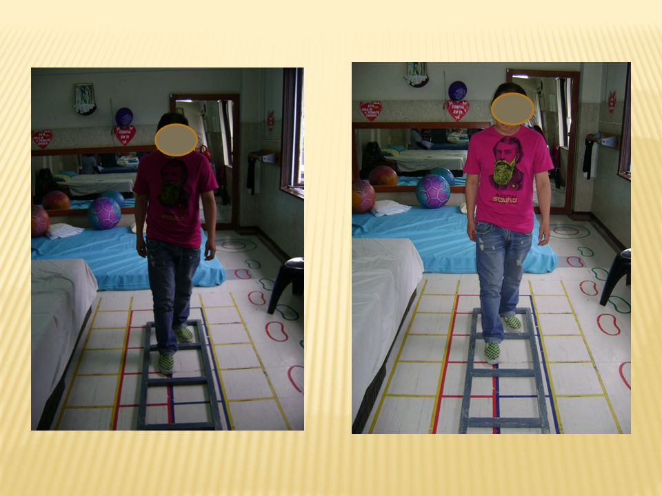 Rotación de la pelvis mientras camina.Marcha de arrastre con rodillas flexionadas.