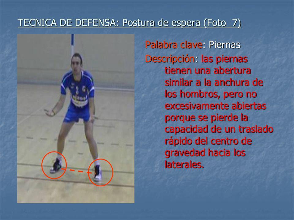 TECNICA DE DEFENSA: Postura de espera (Foto 7) Palabra clave: Piernas Descripción: las piernas tienen una abertura similar a la anchura de los hombros