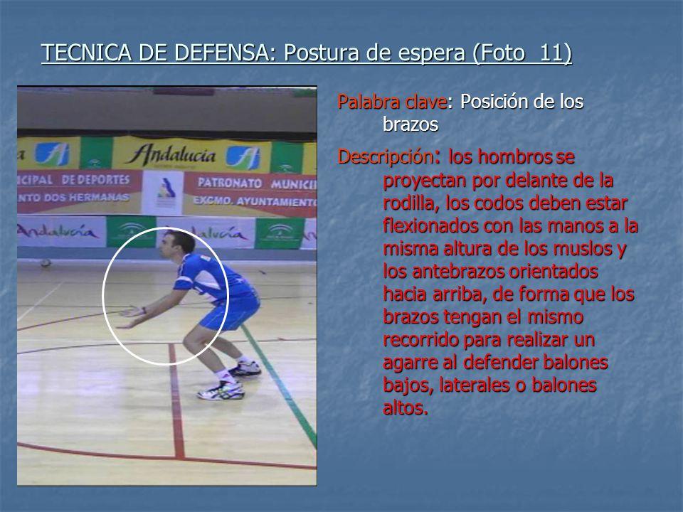 TECNICA DE DEFENSA: Postura de espera (Foto 11) Palabra clave: Posición de los brazos Descripción : los hombros se proyectan por delante de la rodilla