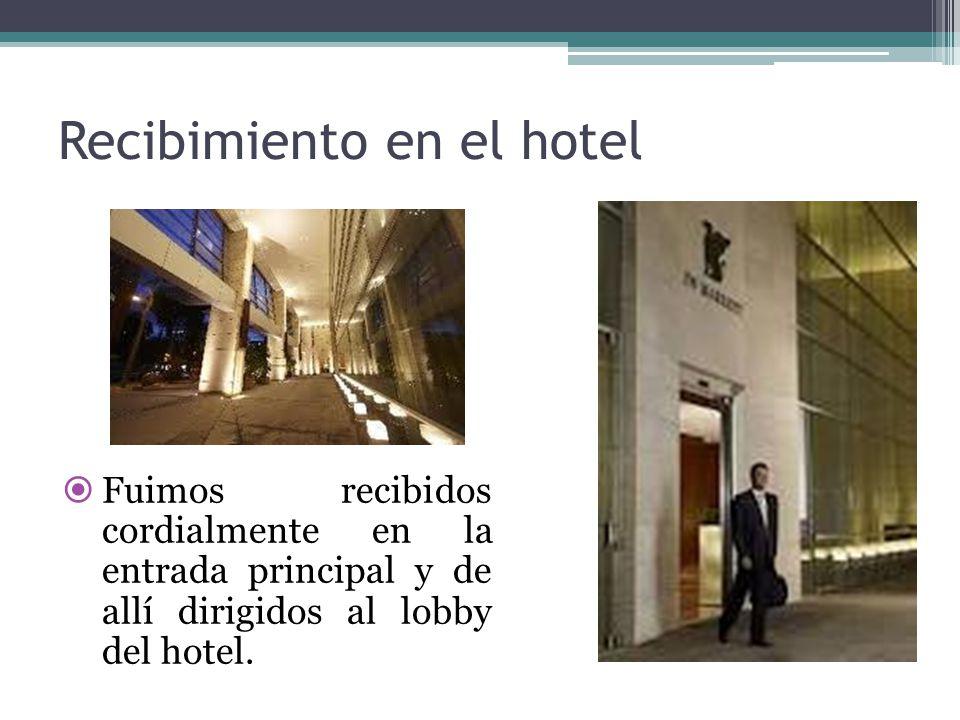 Recibimiento en el hotel  Fuimos recibidos cordialmente en la entrada principal y de allí dirigidos al lobby del hotel.