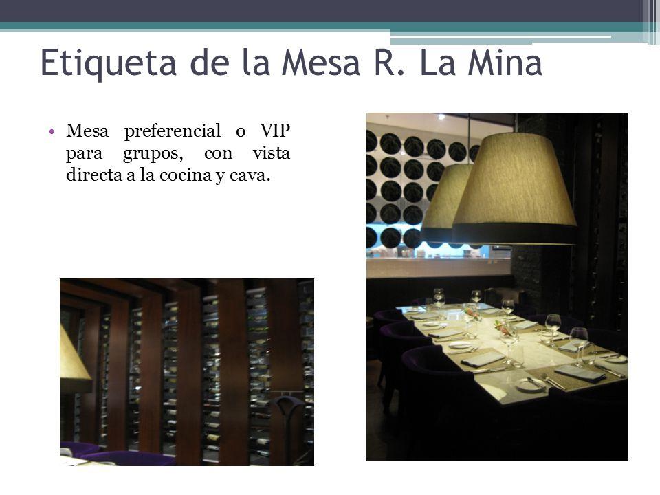 Organización de los utensilios Ubicación de utensilios de mesa como decorativos, copas, jarrones, servilletas entre otros.