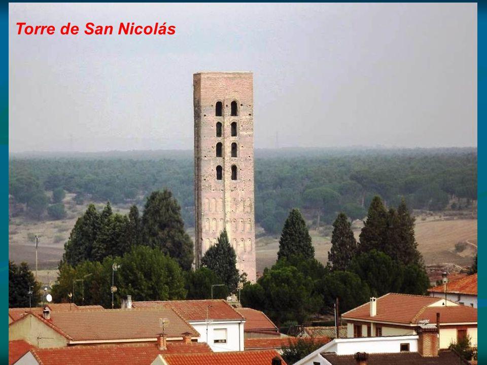Torre de San Nicolás Declarado en 1931 Monumento Nacional al ser el único ejemplar en la provincia, San Nicolás de Coca en la actualidad tan sólo conserva su recio campanario, que es una torre de estilo románico mudéjar, único resto de la iglesia que existió en el lugar.