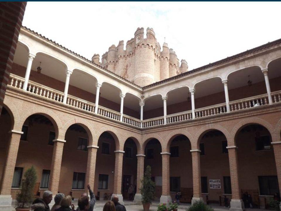 El Castillo de Coca es una fortificación construida en el año 1453 por el obispo de Ávila, D.