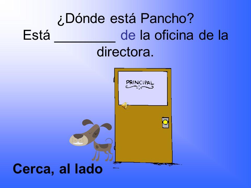 ¿Dónde está Pancho? Está _________ de la puerta. delante