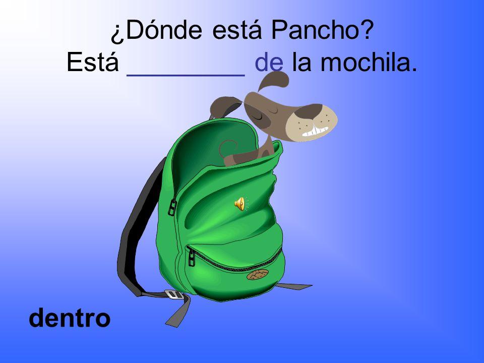 ¿Dónde está Pancho Está ________ del escritorio. debajo