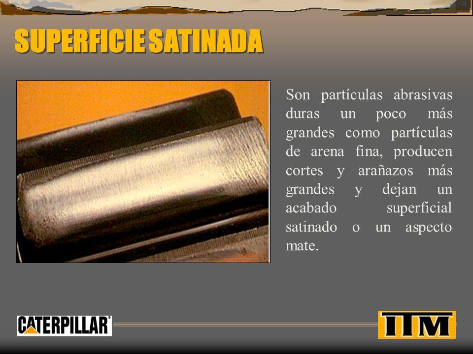 SUPERFICIE SATINADA Son partículas abrasivas duras un poco más grandes como partículas de arena fina, producen cortes y arañazos más grandes y dejan un acabado superficial satinado o un aspecto mate.