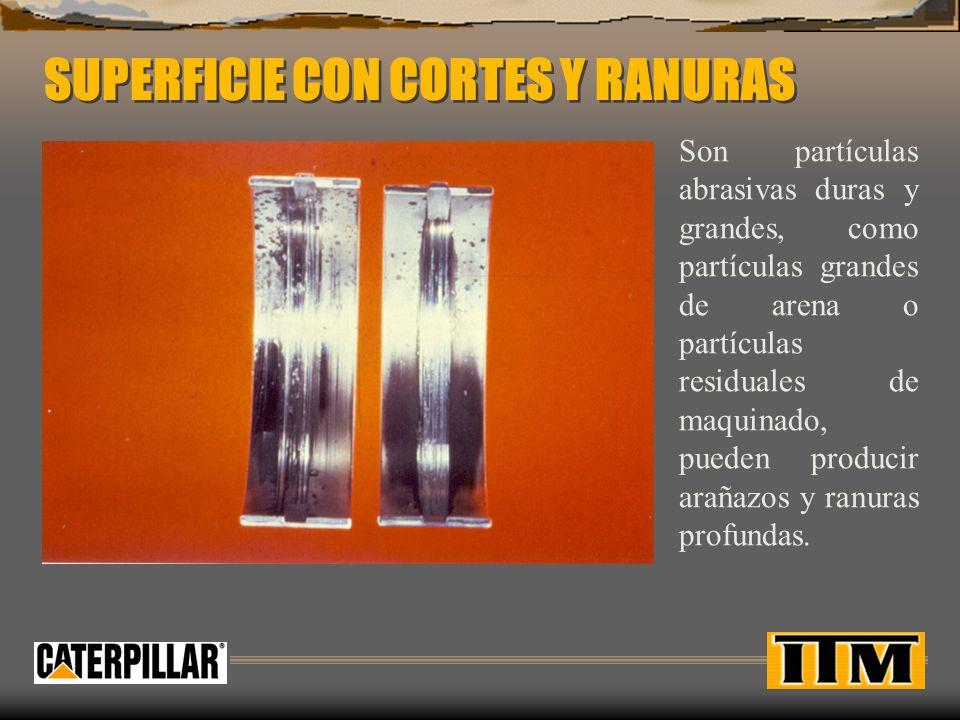 SUPERFICIE CON CORTES Y RANURAS Son partículas abrasivas duras y grandes, como partículas grandes de arena o partículas residuales de maquinado, pueden producir arañazos y ranuras profundas.