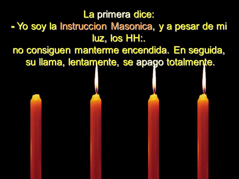 Cuatro velas estaban ardiendo calmamente.