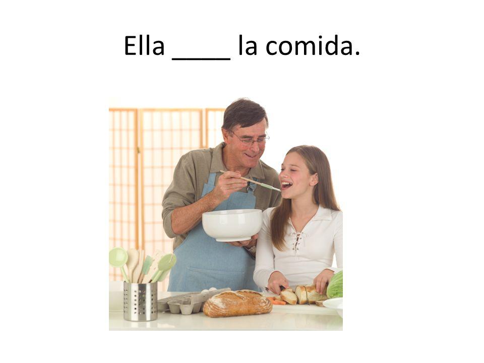 Ella ____ la comida.