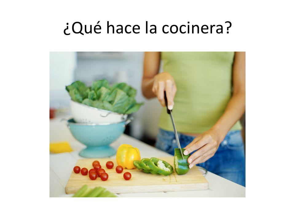 ¿Qué hace la cocinera?