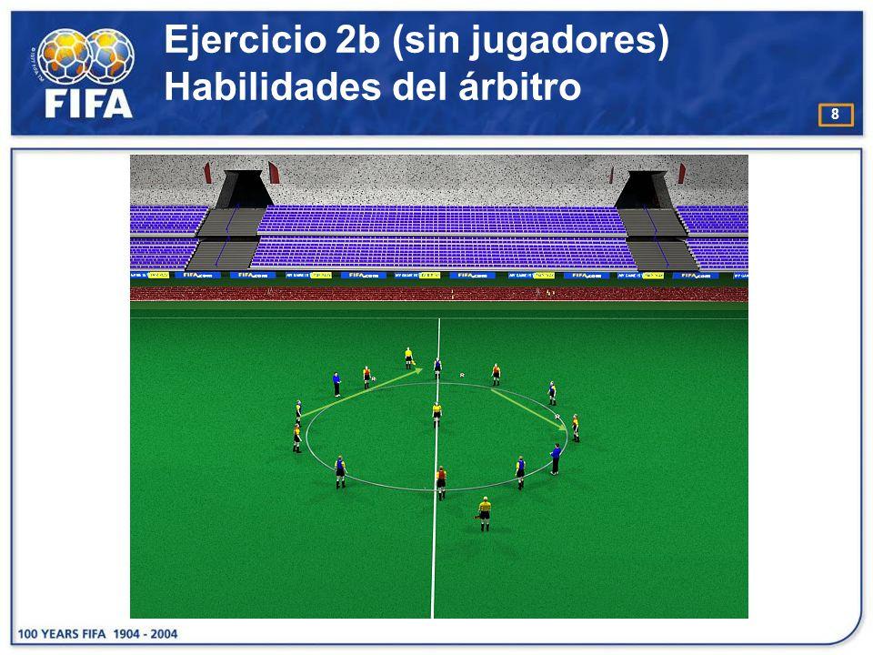 9 Ejercicio 3 Habilidades del árbitro O bjetivo : : −Desarrollar la concentración y la velocidad de reacción del árbitro P articipantes : −4-8 atacantes y 4-8 defensores −1 A para empezar el ejercicio, 1 AA E jecución : −Cada equipo empieza con un balón.