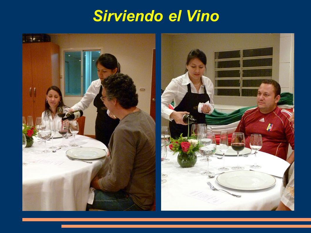Sirviendo el Vino