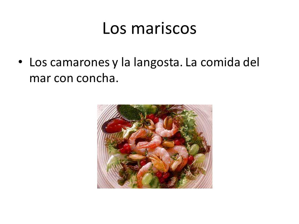 Los mariscos Los camarones y la langosta. La comida del mar con concha.
