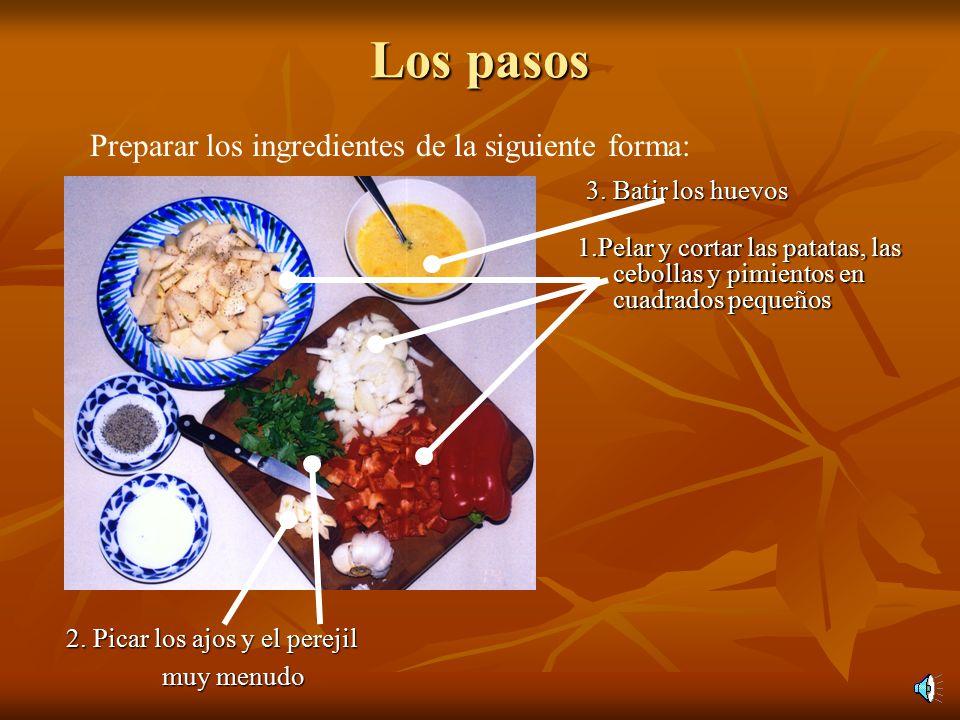 Los pasos 1.Pelar y cortar las patatas, las cebollas y pimientos en cuadrados pequeños 2.