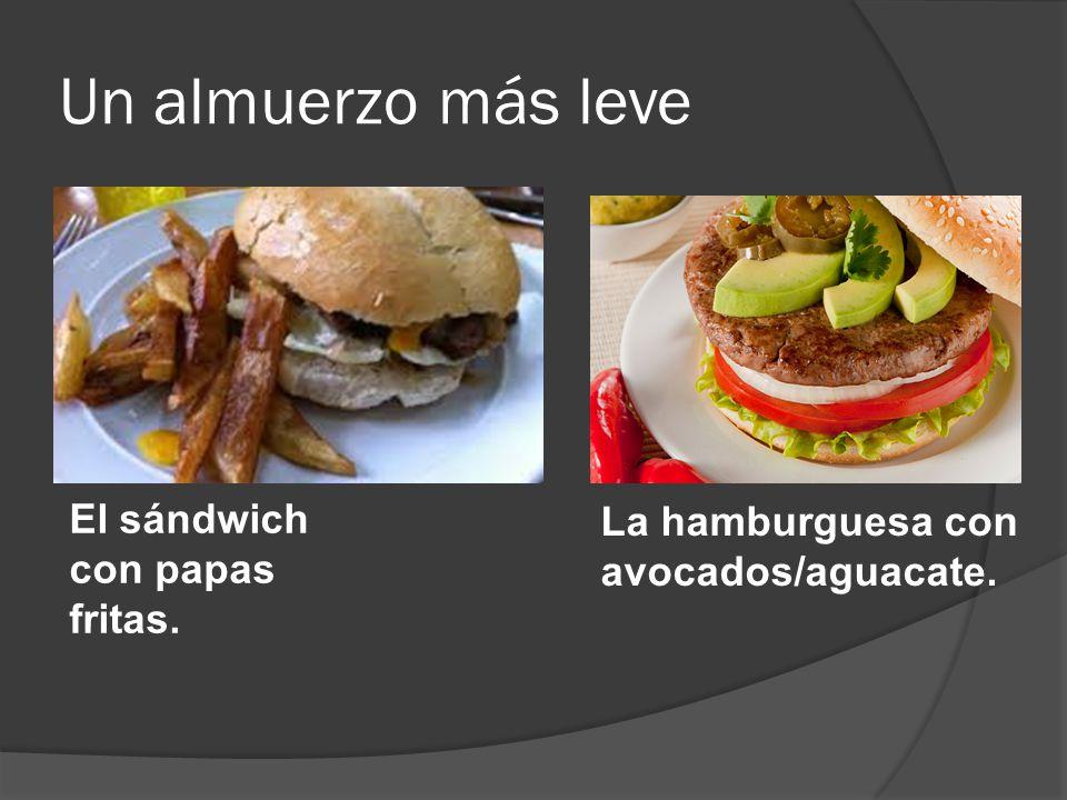 Un almuerzo más leve La hamburguesa con avocados/aguacate. El sándwich con papas fritas.