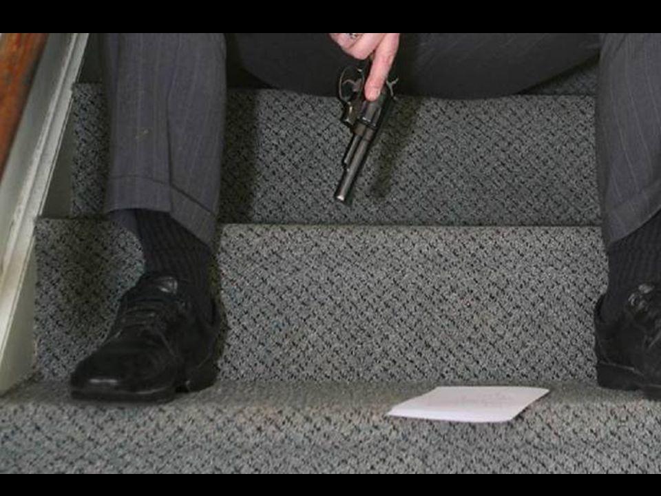 Su padre subió al segundo piso y encontró la carta, sincera y llena de angustia y dolor.