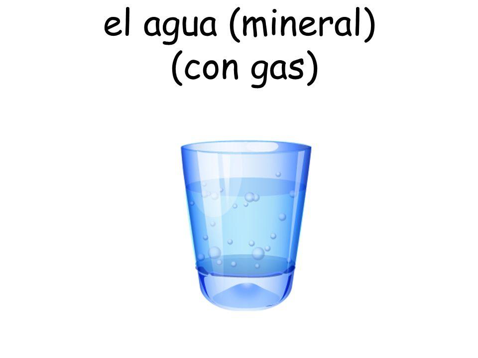 el agua (mineral) (con gas)