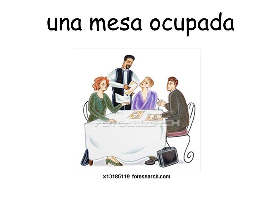 una mesa ocupada