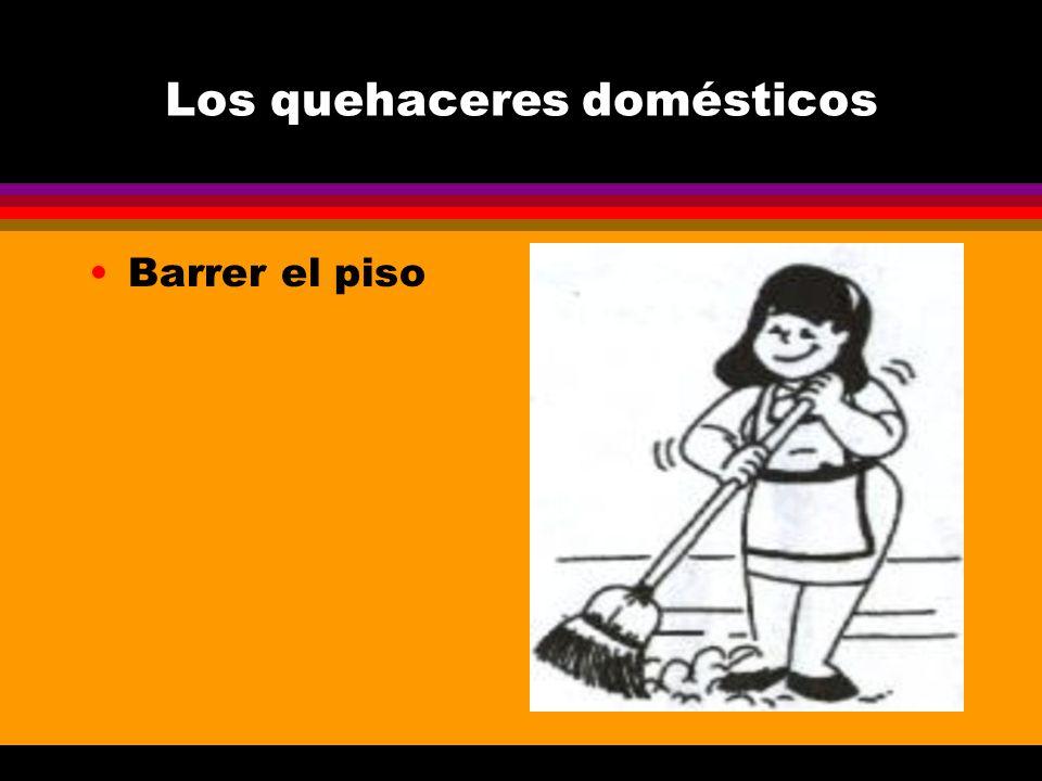 Los quehaceres domésticos Barrer el piso