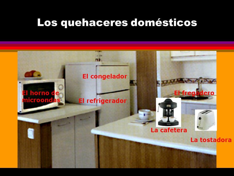Los quehaceres domésticos La cafetera El horno de microondas La tostadora El refrigerador El congelador El fregadero