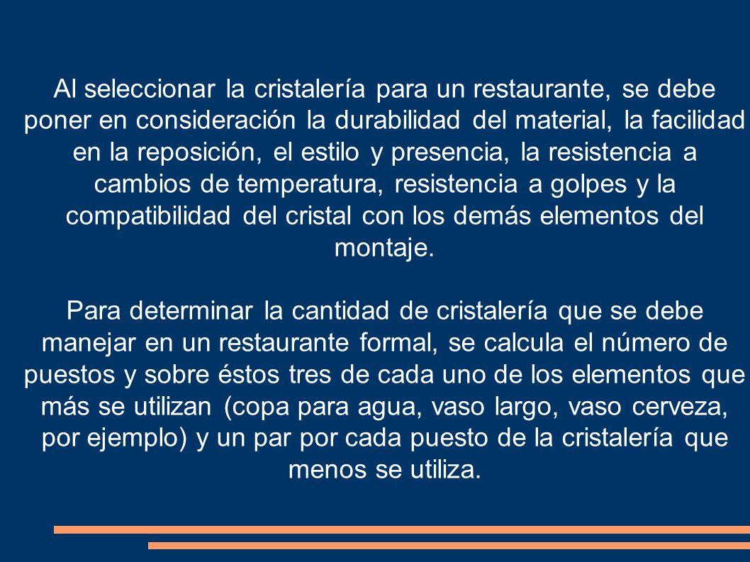 Al seleccionar la cristalería para un restaurante, se debe poner en consideración la durabilidad del material, la facilidad en la reposición, el estil