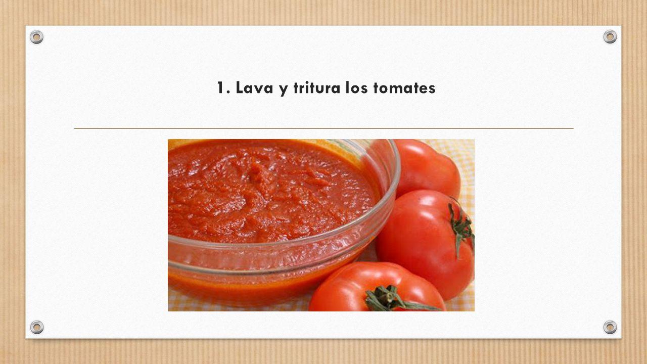 1. Lava y tritura los tomates