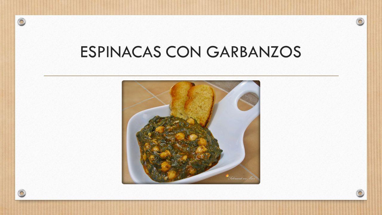 2. Coloca el pan en un bol y cubre con el tomate triturado. Deja reposar unos 10 minutos.
