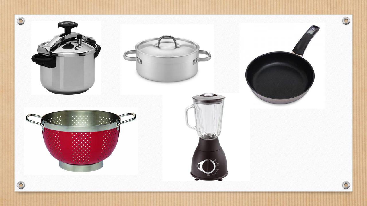 5. Prepara el plato y añade una guarnición de huevos y jamón encima del salmorejo.